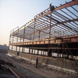 Здание сарая завода по обработке структуры металла с большой пядью