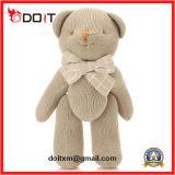 아기 장난감 곰은 Bowtie를 가진 백색 장난감 곰 합동한 곰을 합동했다