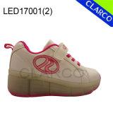 Las muchachas LED encienden para arriba los zapatos de los deportes del rodillo