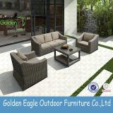 紫外線抵抗力がある屋外の藤のソファーは現代デザインとセットした