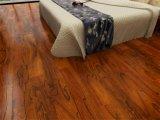 Pavimento em madeira maciça de camada múltipla marrom escuro