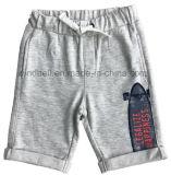 Due Shorts del cotone di colori per il ragazzo