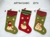 뜨개질을 한 팔목, 3asst를 가진 크리스마스 훈장 산타클로스 눈사람 스타킹