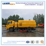 Camion de balayeuse de balai de constructeur de la Chine avec l'aspiration de vide et le système de jet