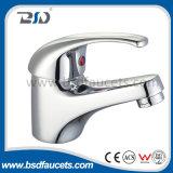 Установленная стена Faucet ливня цены однорычажного латунного крома дешевая