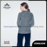 Chandail tricoté métallique gris du col roulé des femmes