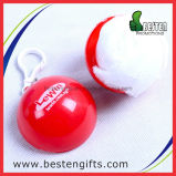 Poncho disponible en la bola, impermeable plegable plástico, bola barata de la lluvia del poncho de la lluvia