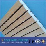 Écran antibruit en bois de matériaux bien projetés