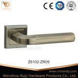 Traitement de levier en alliage de zinc carré creux de porte sur la rosette carrée