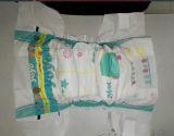 Couche-culotte bon marché de couche-culotte de bébé de film de PE avec des bandes de pp