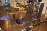 6椅子が付いている上の大理石のダイニングテーブルはホームのためにセットした