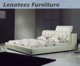 A039白革のベッドの最新の寝室の家具