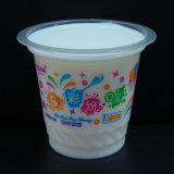 Tasses en plastique colorées avec le couvercle