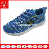 多彩なエヴァの女性の人の余暇のスポーツの靴