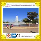 Fuente de agua al aire libre del parque de atracciones en piscina redonda