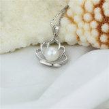 方法女性は純粋な自然な真珠のペンダントを選抜する