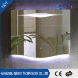 ホテル浴室によって照らされるLEDはミラーを構成する