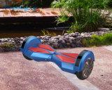 電気スクーターのスマートな電気小型スクーターのバランスをとっている2つの車輪の自己