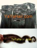 Agrafe humaine dans la prolongation de cheveux
