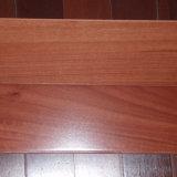 Suelo de madera maciza con alta calidad