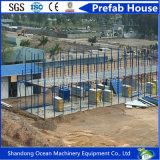 Casa de aço modular Prefab da venda quente com o telhado do pavilhão integrado pelos painéis de sanduíche da construção de aço e do aço