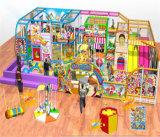 O divertimento do elogio caçoa o equipamento interno temático do campo de jogos dos doces