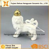 彫刻の装飾を切り分けている陶磁器のライオン
