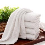 高品質の星のホテルによって使用される刺繍の白い綿の浴室タオル