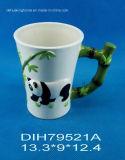 Tasse de café en céramique peinte à la main avec la décoration de panda