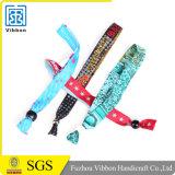 Qualität gesponnenes kundenspezifisches Gewebewristband-Polyester-Armband mit Klipp