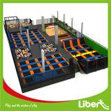 重力のゾーンの空公園の泡ピットの挑戦ゲームはトランポリンジャンプの行く