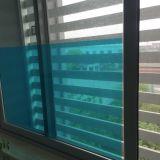 Pequeña pirámide de película transparente para alfombras
