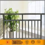 Corrimani e rete fissa di alluminio del balcone