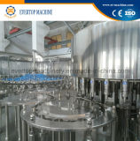 Botella de agua mineral de consumición que aclara la máquina que capsula de relleno