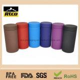 O frasco plástico descartável do alimento, preenche o pó de leite, mel, suco, doces