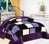 標準的で贅沢なパッチワークの慰める人のキルトの寝具セット