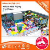 Campo de jogos interno do labirinto interno do castelo para crianças