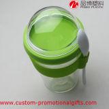 Cuvette claire en plastique réutilisable de boissons de café avec la cuillère