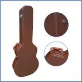 革外部の木製のギターの堅い箱