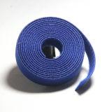 Le serre-câble en nylon auto-bloqueur s'appliquent au champ électrique du câble