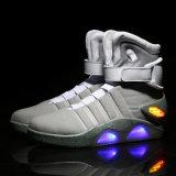 OEMの高品質の工場価格のバスケットボール靴の方法大人のための最もよいデザインLED靴ライト