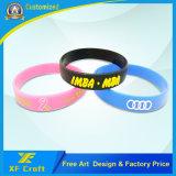 ロゴ(XF-WB14)のカスタム方法ケイ素またはRubber/PVC/Printed/Embossed/Debossed/Luminousのシリコーンのブレスレット