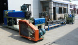 機械(SJ-90/25HY)にペレタイジングを施し、リサイクルするプラスチック