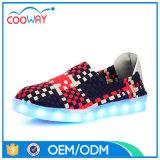 新しいデザイン戦いカラーLED女性の偶然靴のニットのキャンバスの偶然靴