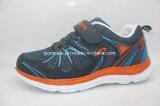 通気性の網の子供のための上部の偶然のスポーツのRuningの靴