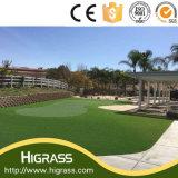 Tappeto erboso verde artificiale per il paesaggio del giardino