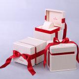 Коробка вахты горячей красотки сбывания деревянная с красной тесемкой