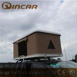 車の屋根のファイバーガラスのシェル3 - 4人のテントの白く堅いシェルの屋上のテントa