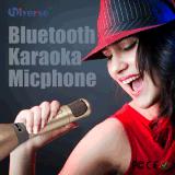 Het hete Magisch Verkopen zingt langs de Microfoon van de Karaoke voor het Zingen van de Praktijk