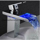 Taraud en laiton simple de bassin de salle de bains du traitement DEL